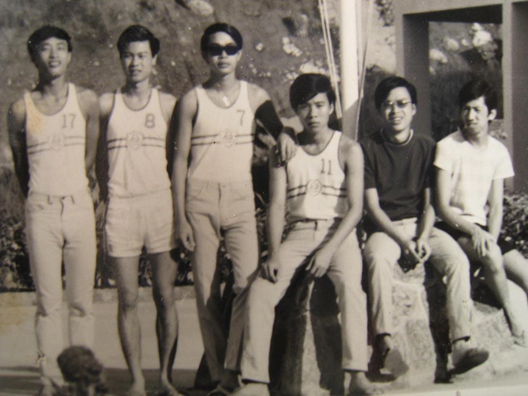 69年大嶼山夏令營,右一為湯家驊。受訪者提供照片