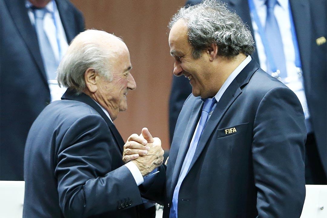 國際足協(FIFA)會長白禮達(左)與歐洲足協(UEFA)會長兼 FIFA 副會長柏天尼(右)被國際足協道德委員會判罰,8年內禁止參加與足球有關的活動。攝 : Arnd Weidmann/REUTERS