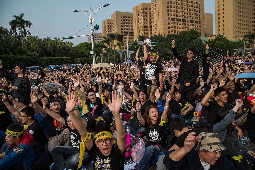 2014年3月30日,台北,逾二萬人在凱達格蘭大道參與反服貿集會。攝:Lam Yik Fei/GETTY