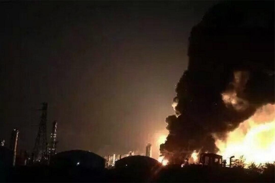 1月20日凌晨,江西上饒市廣豐區一家生產煙花爆竹的花炮廠發生爆燃事故。微博視頻截圖