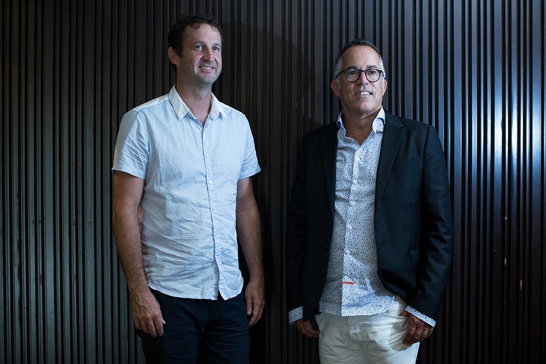 辛丹斯電影節總監和節目總監 John cooper (右)& Trevor Groth (左)。攝:盧翊銘/端傳媒