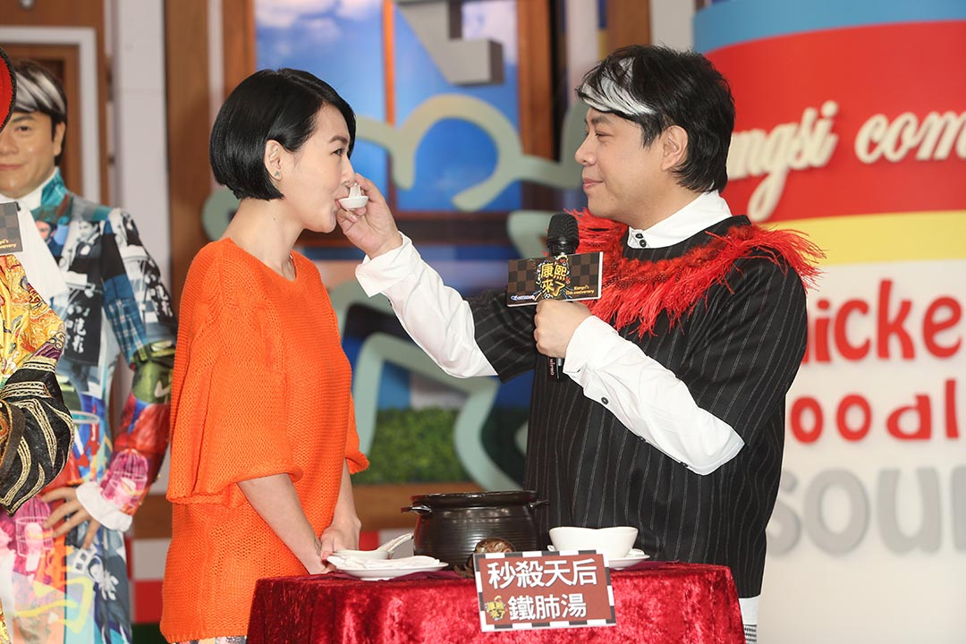 2015年2月11日,蔡康永(右)與小S徐熙娣於台北拍攝電視節目「康熙來了」。攝:TungStar