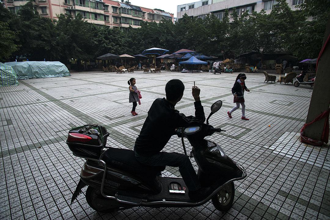 宋其鋼,攀成鋼廠工人,19歲入廠,工作近20年。攝: Yue Wu/端傳媒