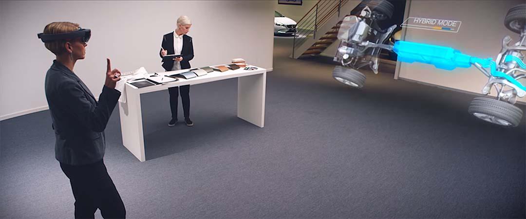 微軟的 HoloLens 讓用家可以游走於虛擬與實體之間,是 Human-Computer Interaction 的最佳示範作。圖片由微軟提供