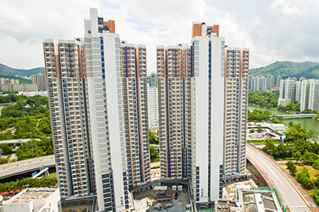 9月14日,香港再發自殺慘劇。屯門龍逸邨一名患有產後抑鬱症的38歲女性,疑因病發攜10歲兒子跳樓,兩人均當場死亡。香港房屋署網站圖片。
