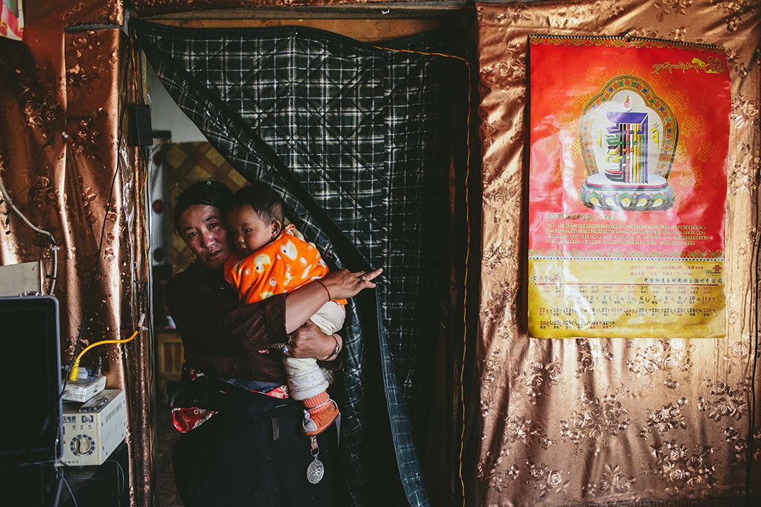 治多縣索加鄉移民村村民。攝 : 王嘉豪/端傳媒