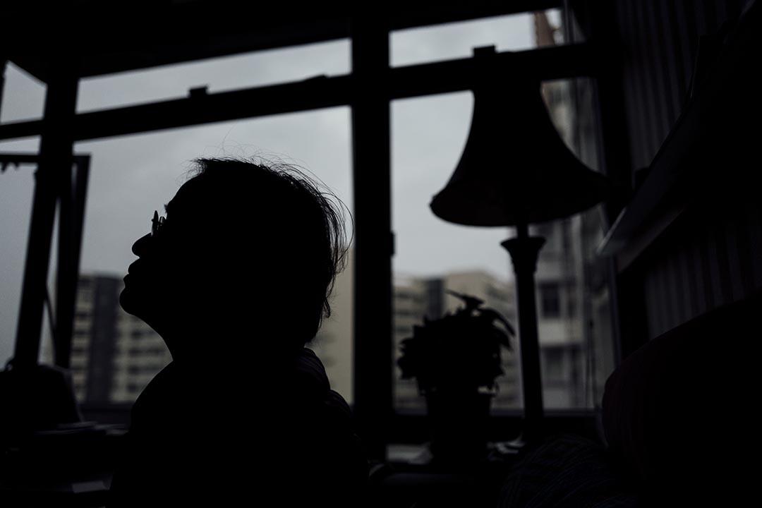 李波妻子於家中接受端傳媒訪問。攝 : Anthony Kwan/端傳媒