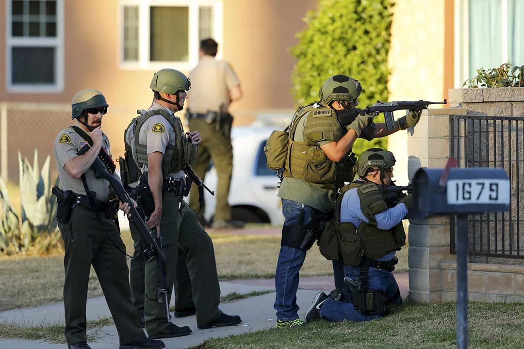 警方追捕在逃槍手。攝:Mike Blake/ REUTERS