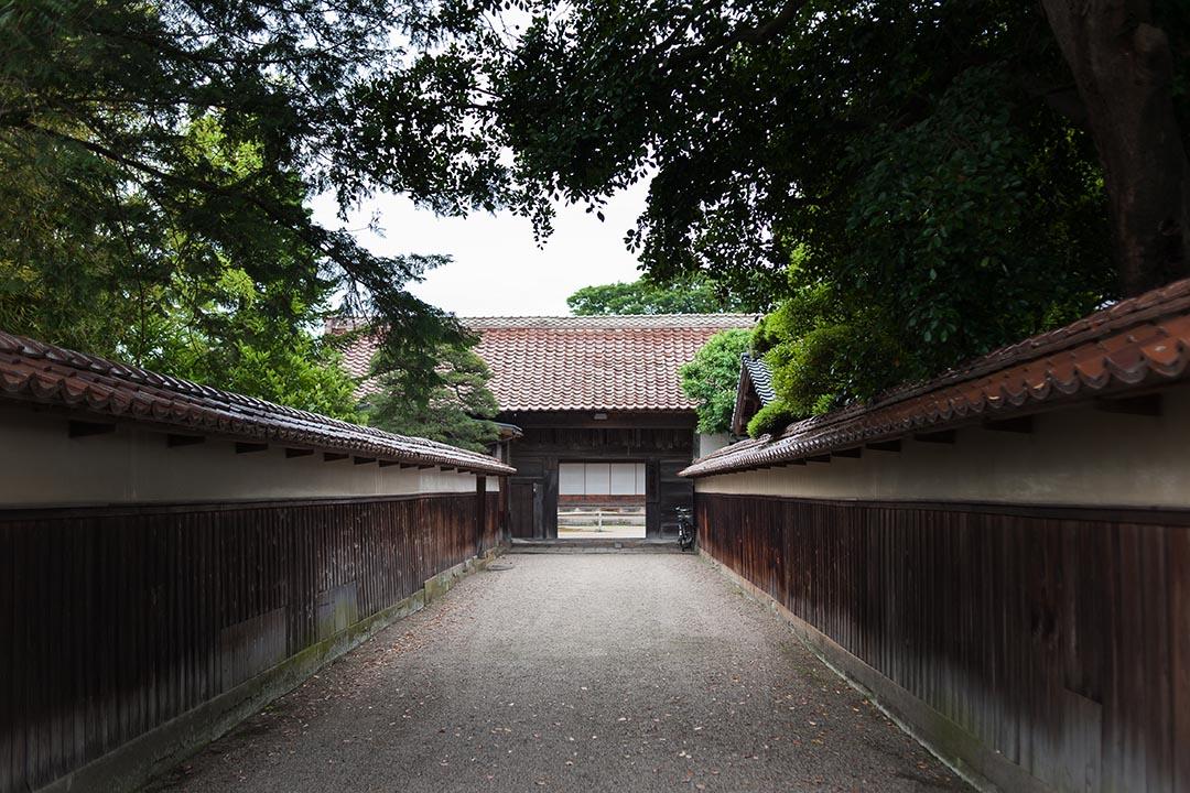 出雲民藝館那簡樸而沒有半點裝飾的房子,與民藝運動的思想如此貼近。(攝:Kentaro Takahashi)