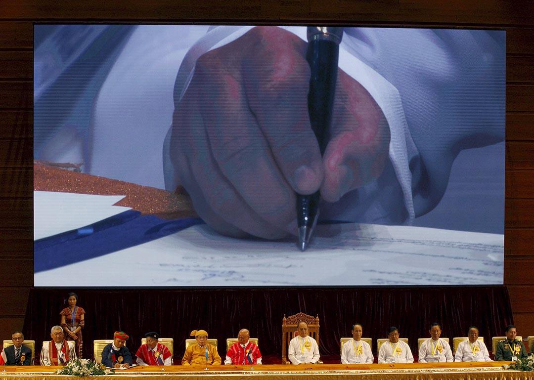 緬甸政府與8個少數民族武裝組織簽署停火協議。攝 : Soe Zeya Tun/REUTERS
