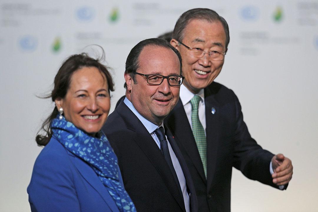 2015年11月30日,巴黎,法國總統奧朗德(中),法國環境部長羅雅爾(左)及聯合國秘書長潘基文(右)參與氣候峰會。攝:Christian Hartmann/REUTERS