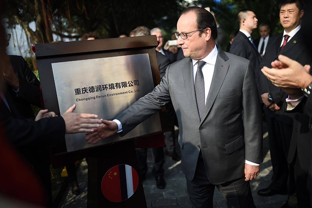 法國總統奧朗德訪華首日,在中國重慶出席重慶德潤環境有限公司活動。攝 : Stephane De Sakutin/AFP