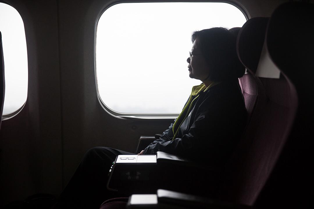 2016年1月5日,民進黨總統候選人蔡英文早上乘坐高鐵,由台北前往台南拉票。攝:Billy H.C. Kwok/端傳媒