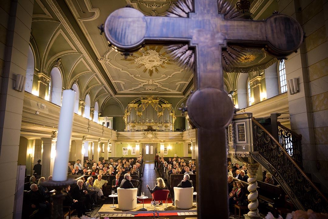 在柏林索菲教堂舉辦的新書發報會。攝 : Gordon Welters/端傳媒