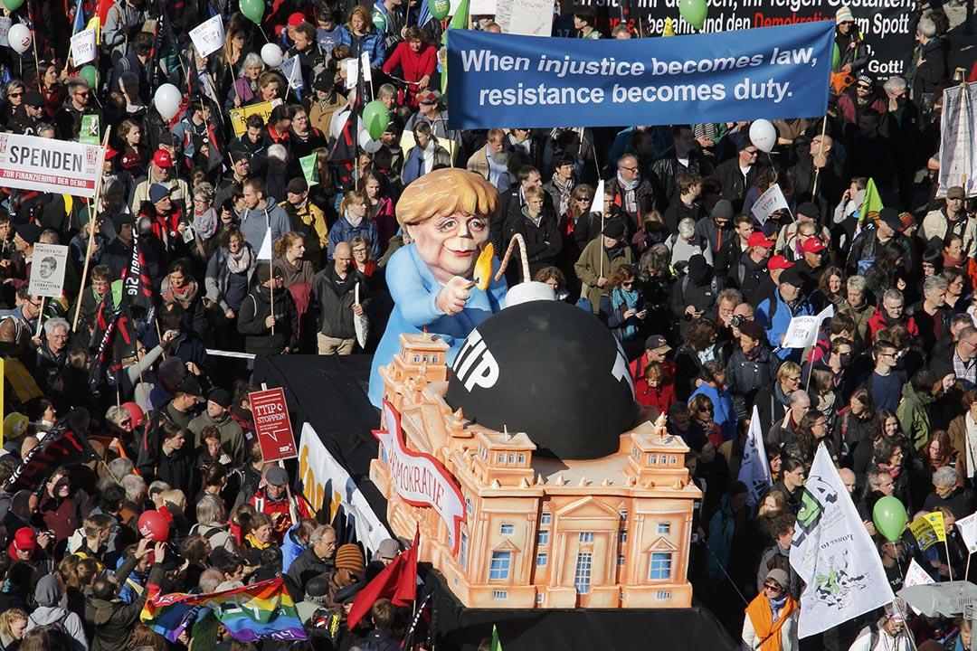 10月10日,柏林遊行示威現場。攝:Fabrizio Bensch/REUTERS