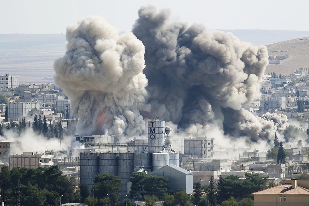 調查指聯軍空襲ISIS誤殺近500平民,圖為美國空襲敘利亞的一個小鎮。攝 : Umit Bektas/REUTERS