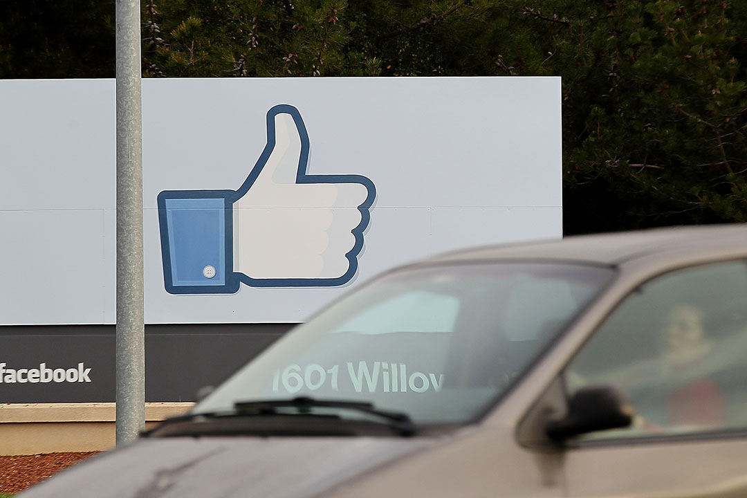 Facebook總部外的「Like」符號。攝:Justin Sullivan/ GETTY