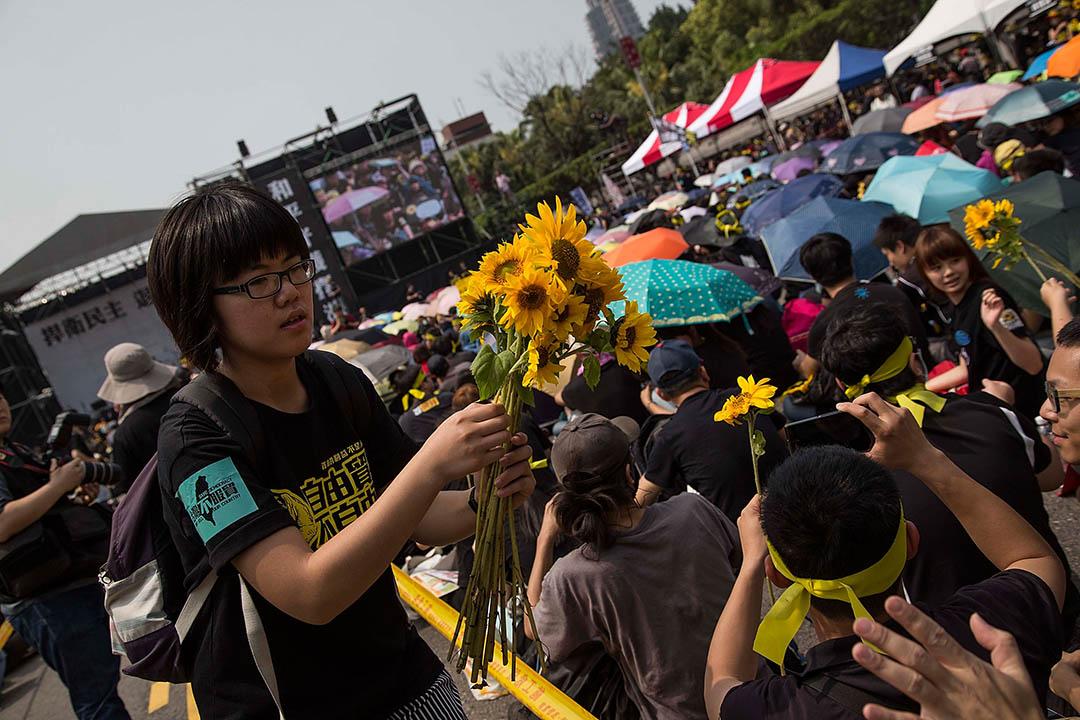 2014年3月30日,台北,逾萬支持者在凱達格蘭大道示威,支持由學生發動的太陽花學運。攝:Lam Yik Fei/GETTY