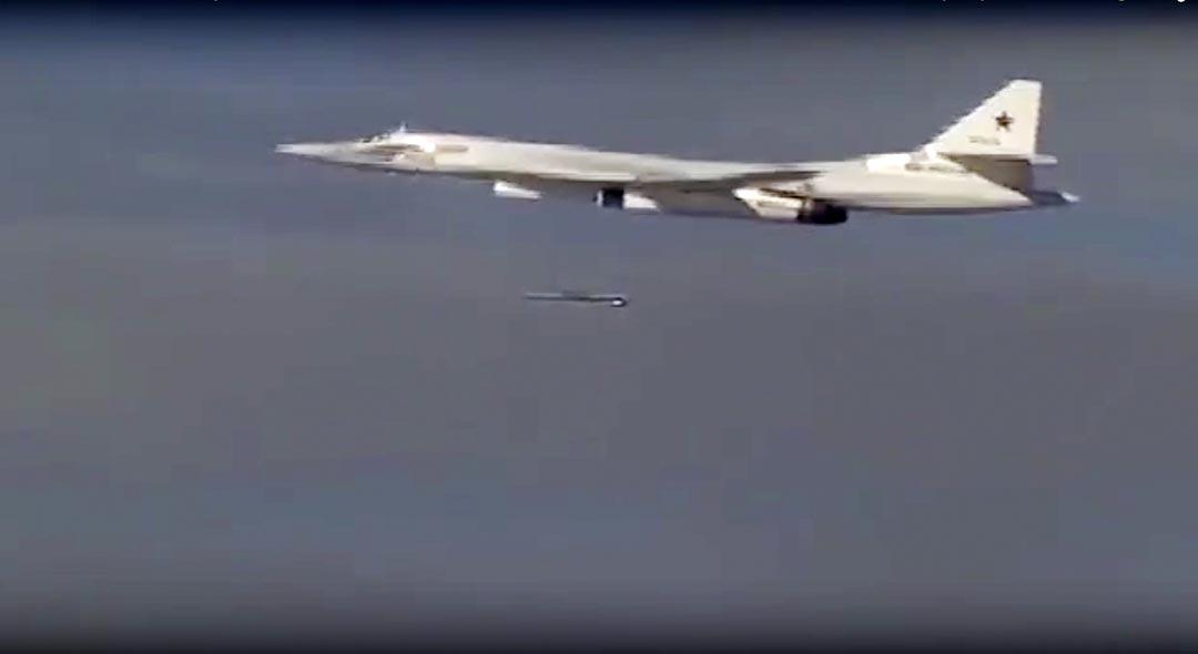 俄羅斯 Tu-160 轟炸機向伊斯蘭國據點發起空襲。攝 : Russian Defense Ministry Press Service/AP