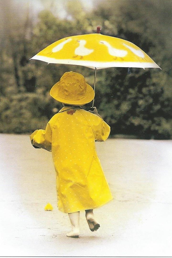 本圖是草雪珍藏多年的法國名信片。作者供圖