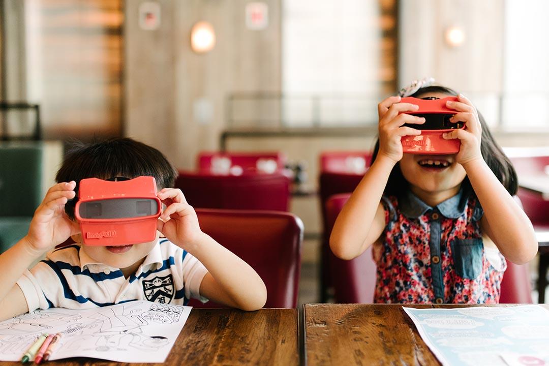 兒童點餐機,插入3D食物幻燈片,小孩都玩到停不了手。  攝:Lit Ma/端傳媒