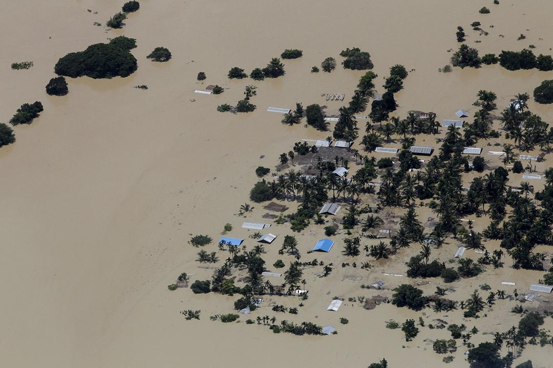 俯瞰緬甸中部災區,房屋被洪水淹沒。攝: Soe Zeya Tun /REUTERS