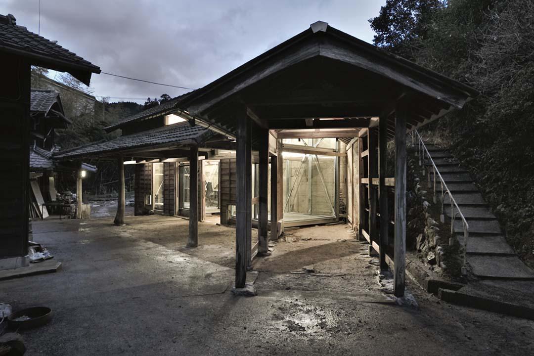 Sansan Inc. 於2010年便於神山町租下一個農裝,作為公司的分部。當中的牛棚異常破舊,故請了須磨一清代為修葺。圖片由作者提供