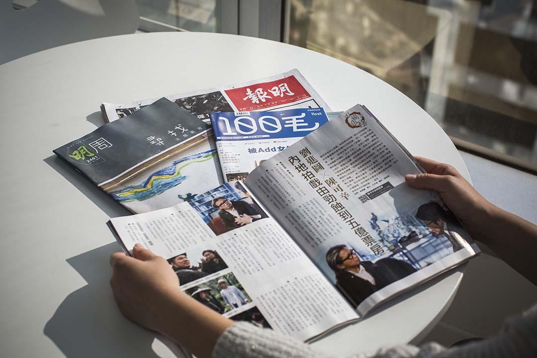 香港《明報》母公司世界華文媒體宣布,或將大量股份售給一名潛在投資者。端傳媒攝影部/設計圖片