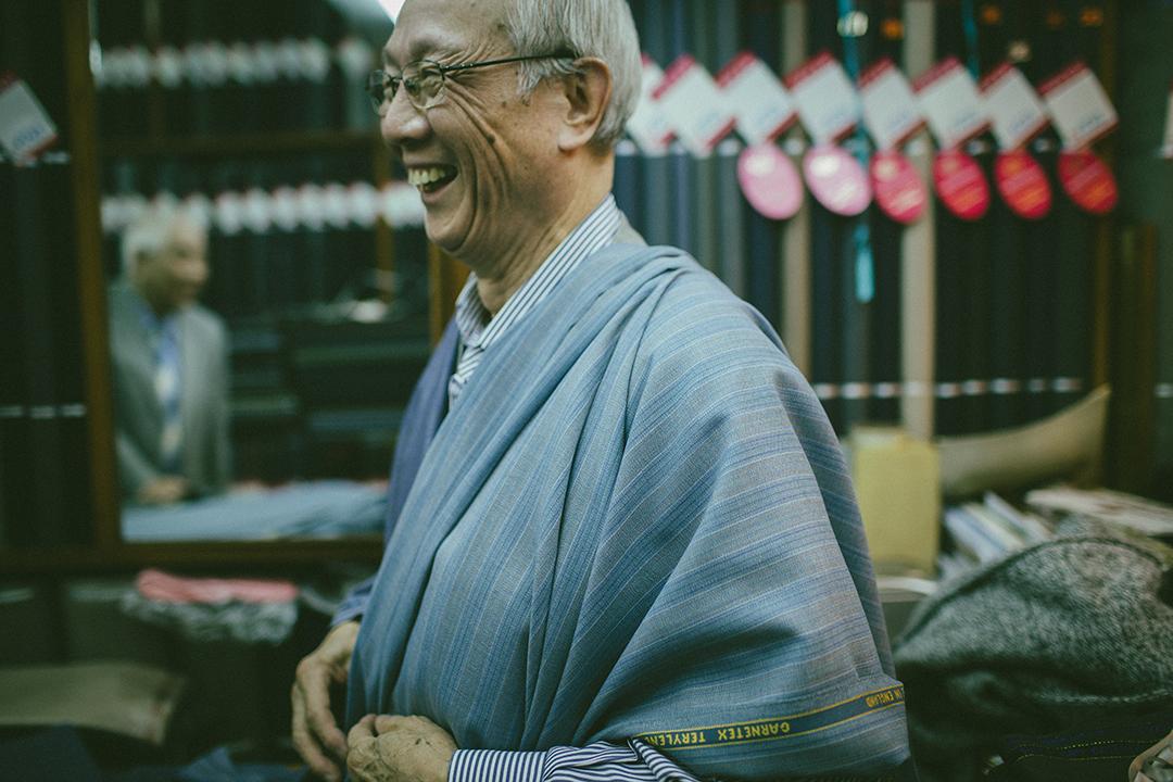 就算沒有生意,每次看到幾十年前的老顧客都很高興。攝:王嘉豪/端傳媒