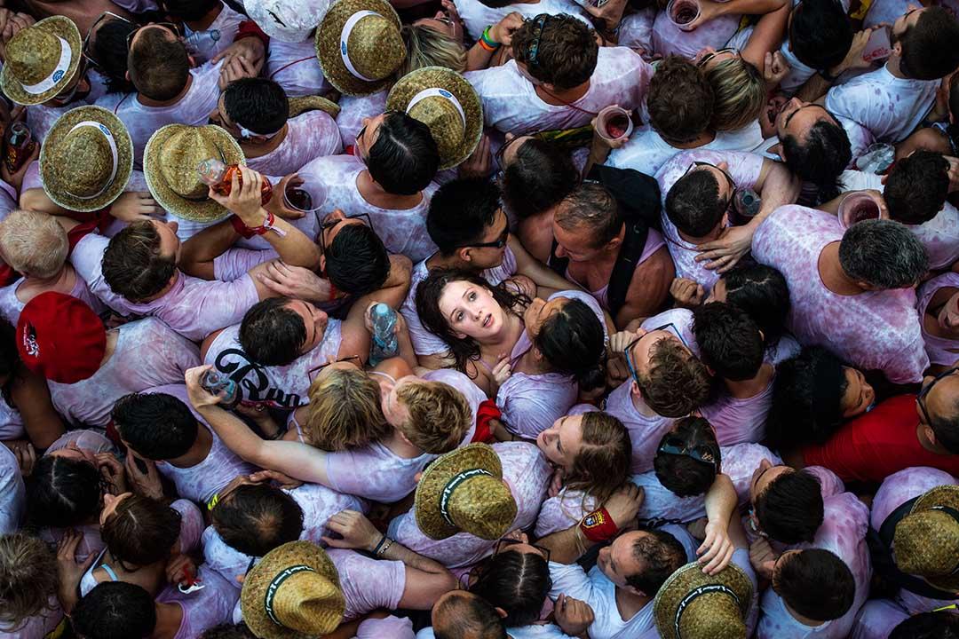 2015年7月6日,西班牙潘普洛納,狂歡者集會慶祝一年一度的奔牛節。女攝:David Ramos/Getty