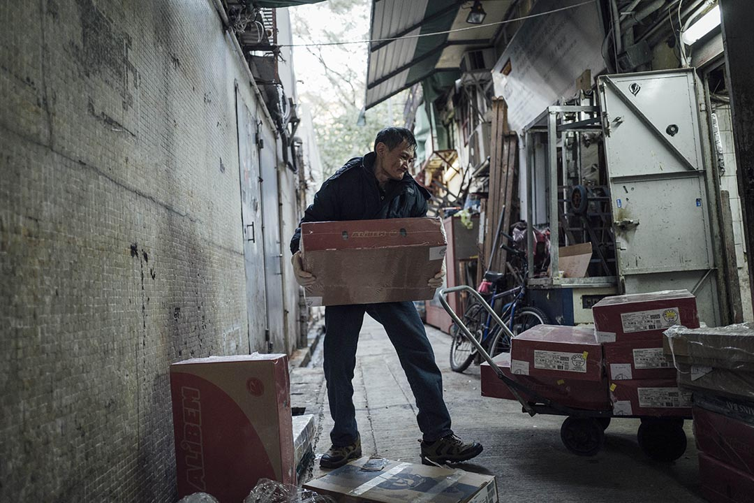 阿寶在凍肉工廠工作。攝 : Anthony Kwan/端傳媒