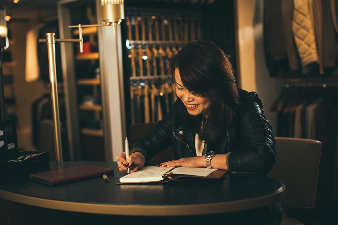 手寫就是記憶, Rosanna 說寫下的事特別有印象。攝:王嘉豪/端傳媒