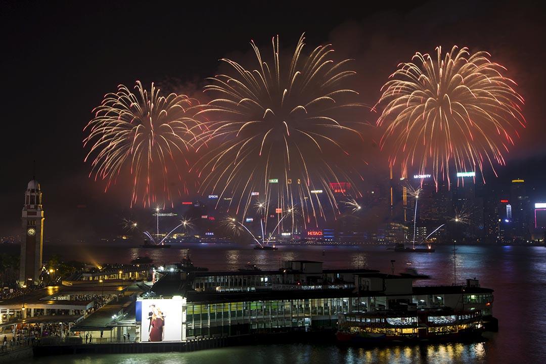 劉銳紹:中國在未來10年裏將進入機遇和壓力同時增大的階段。圖為2015年10月1日香港舉行國慶煙花匯演。攝:Tyrone Siu/REUTERS