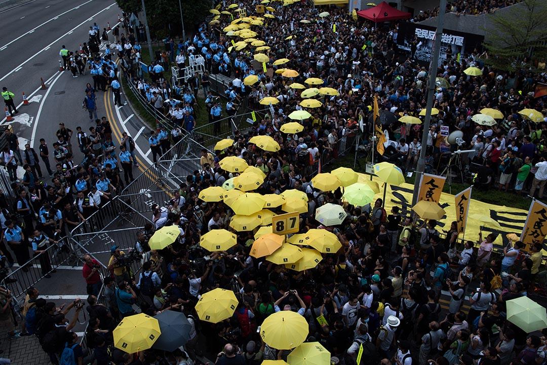 今年9月28日雨傘運動一週年,爭取真普選的示威者於金鐘集會。攝:盧翊銘/端傳媒