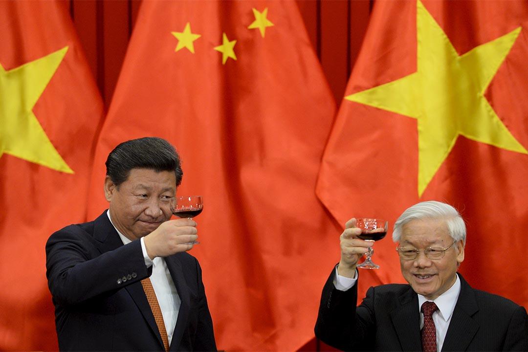 中國國家主席習近平在河內與越共中央總書記阮富仲舉行會談,一同見證了多份中越合作文件的簽署。 攝:Hoang Dinh Nam/Pool/REUTERS