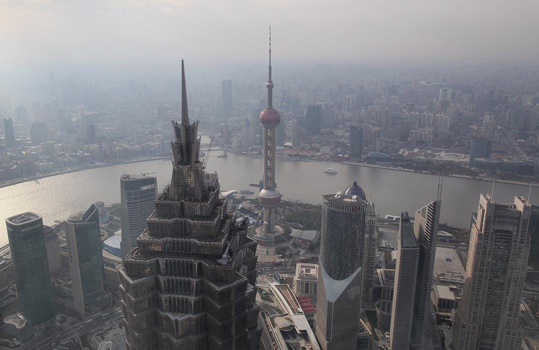 紅包,是互聯網集團們通過社交手段擠進壟斷金融的一個入口。圖為中國上海金融區。攝 : Feng Li/GETTY