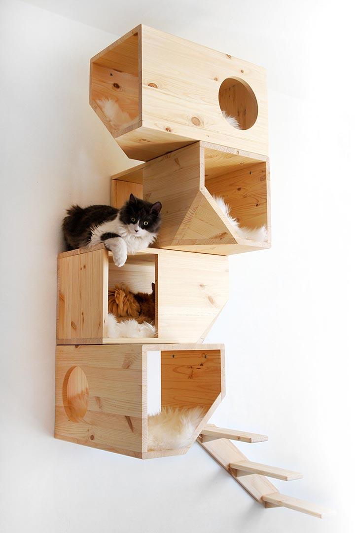 愛沙尼亞的設計師 Ilshat Garipov 出品的松木製掛牆「貓樹」。圖片由作者提供