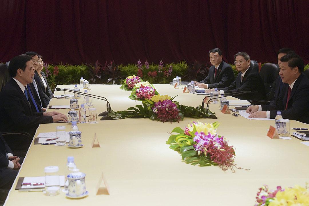 2015年11月7日,新加坡,習近平與馬英九會見傳媒後進行閉門會談。攝:Joseph Nair/REUTERS