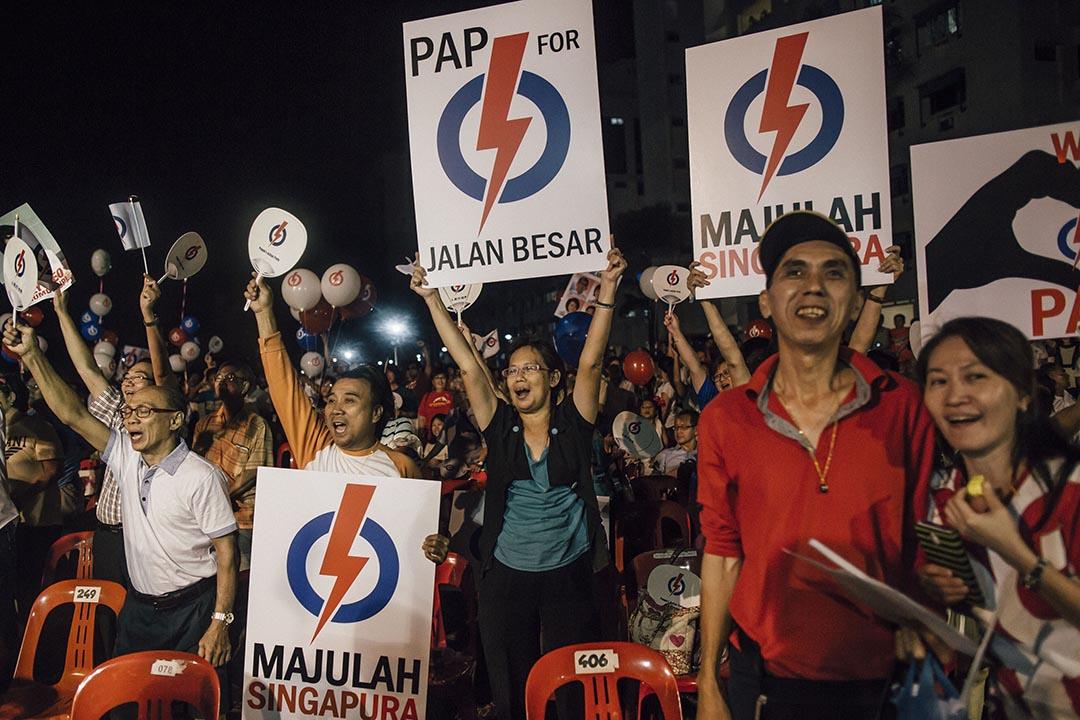 新加坡大選最後拉票日,人民行動黨舉行拉票活動。攝:Anthony Kwan/端傳媒
