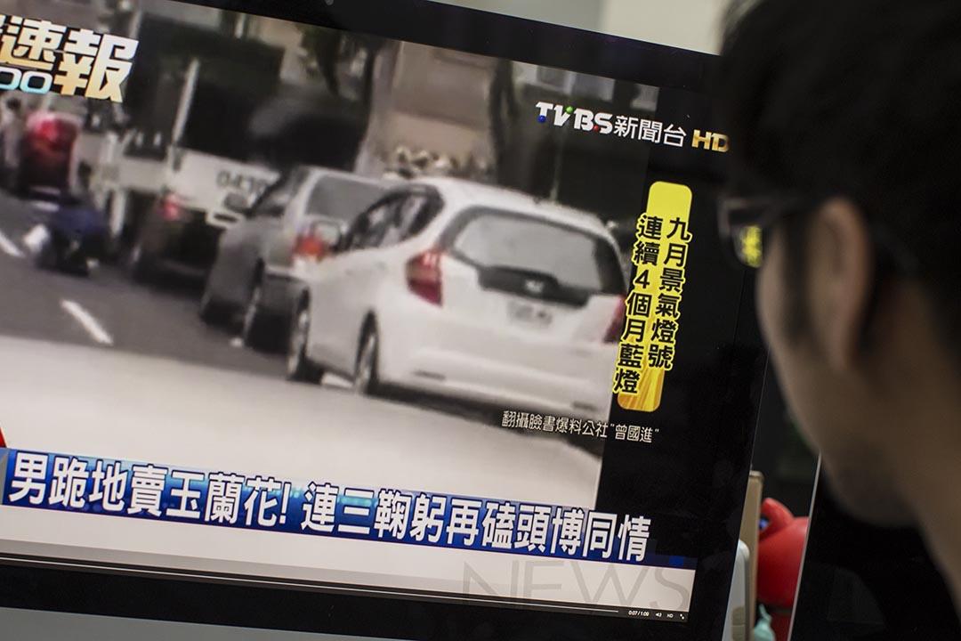 台灣有電視新聞台取材網路影片報導新聞。端傳媒設計圖片