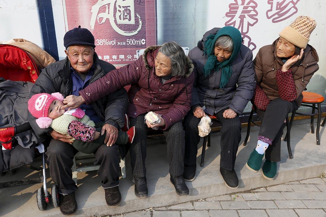 2014年,中國有22個省份的養老金收不抵支。攝:William Hong/Files/REUTERS