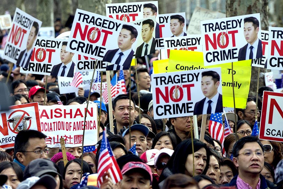 2016年2月20日,美國華人示威聲援被法院判定罪名成立的紐約華人警察梁彼得。攝:Craig Ruttle/AP