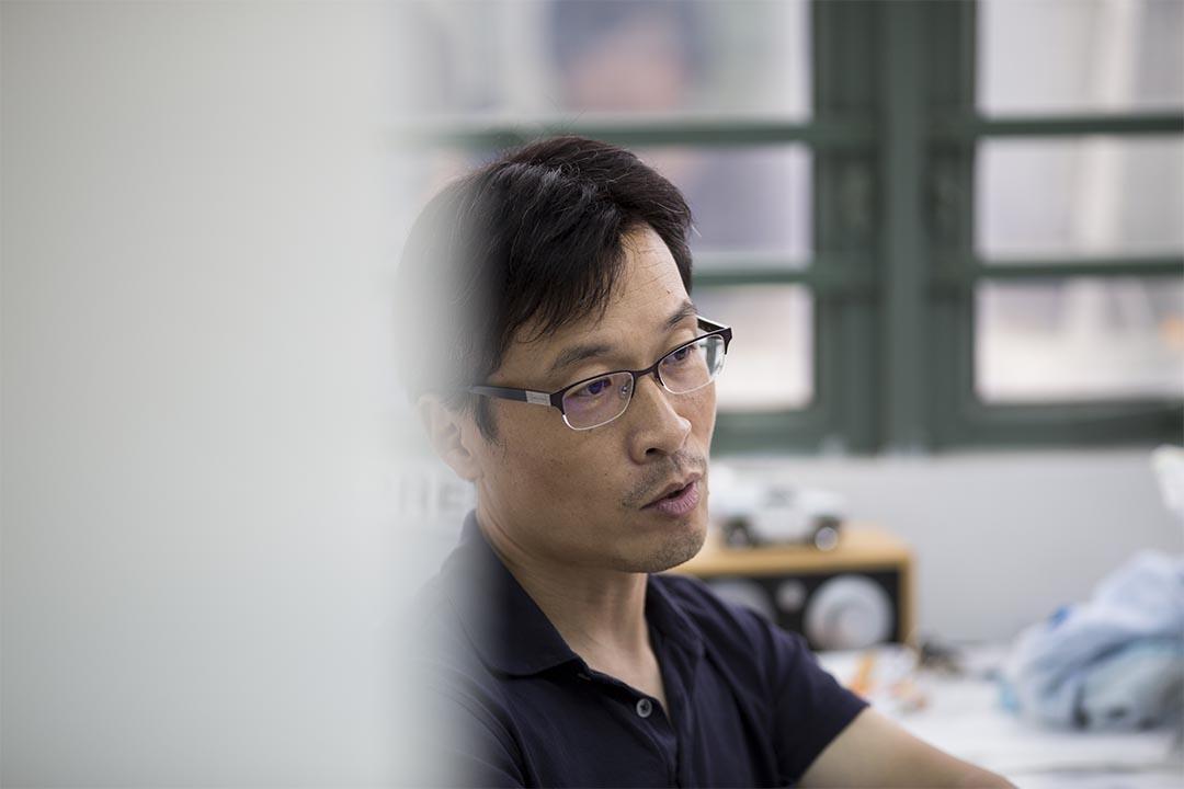 香港首間主打調查報導的民間通訊社FactWire,8月18日正式成立。圖為FactWire發起人吳曉東。 攝:Jerome Favre/端傳媒