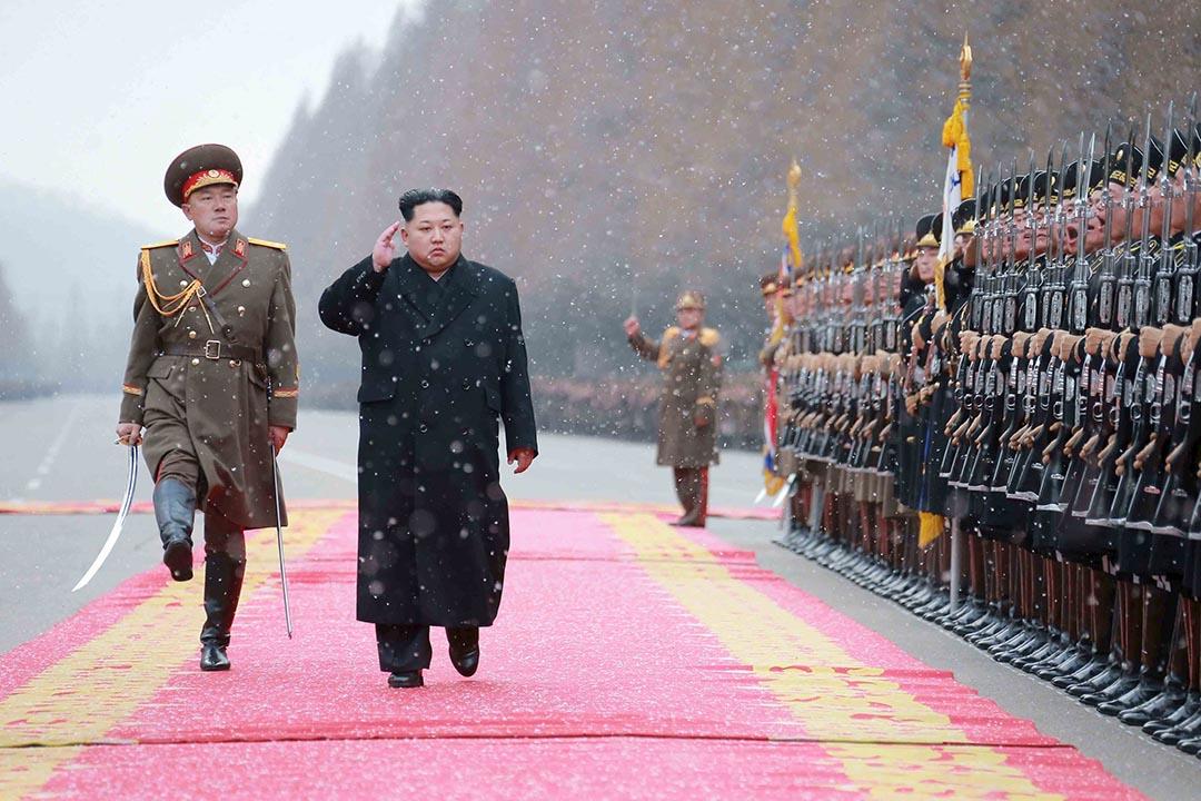 1月10日,北韓最高領導人金正恩在視察人民武力部。攝:KCNA/REUTERS
