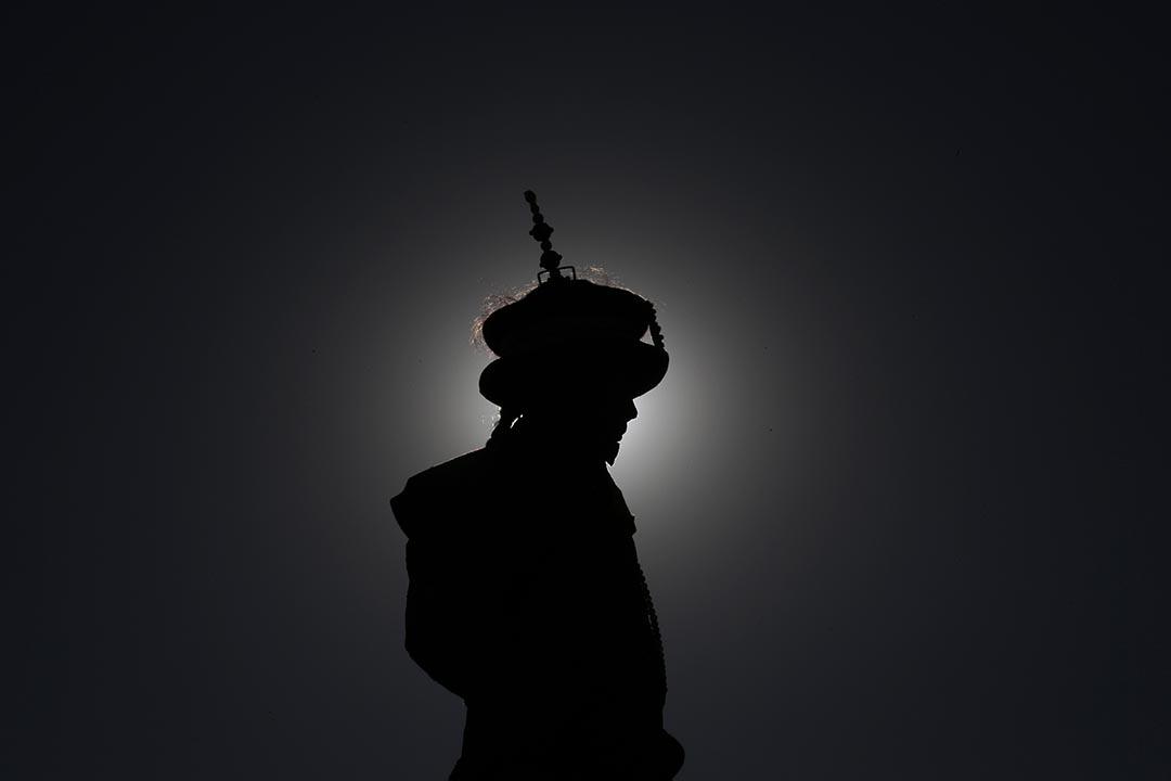 一名演員打扮成清朝皇帝模仿古時祈求豐收和吉祥的儀式。攝: Kim Kyung-Hoon/REUTERS