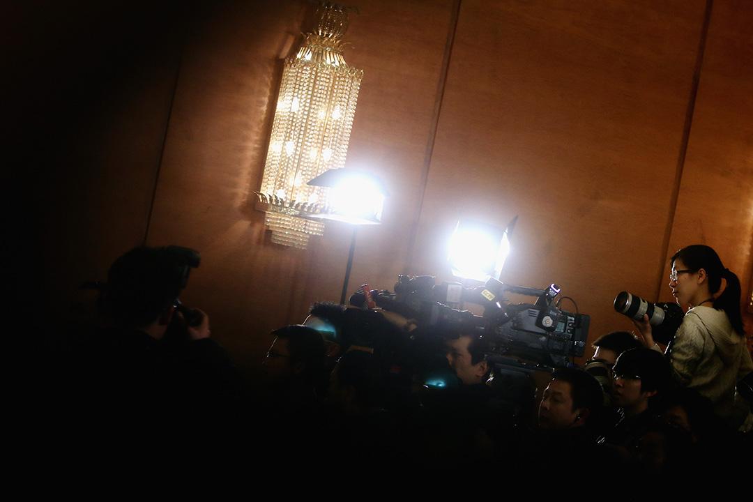 中國記者在人民大會堂採訪。攝: Feng Li/GETTY