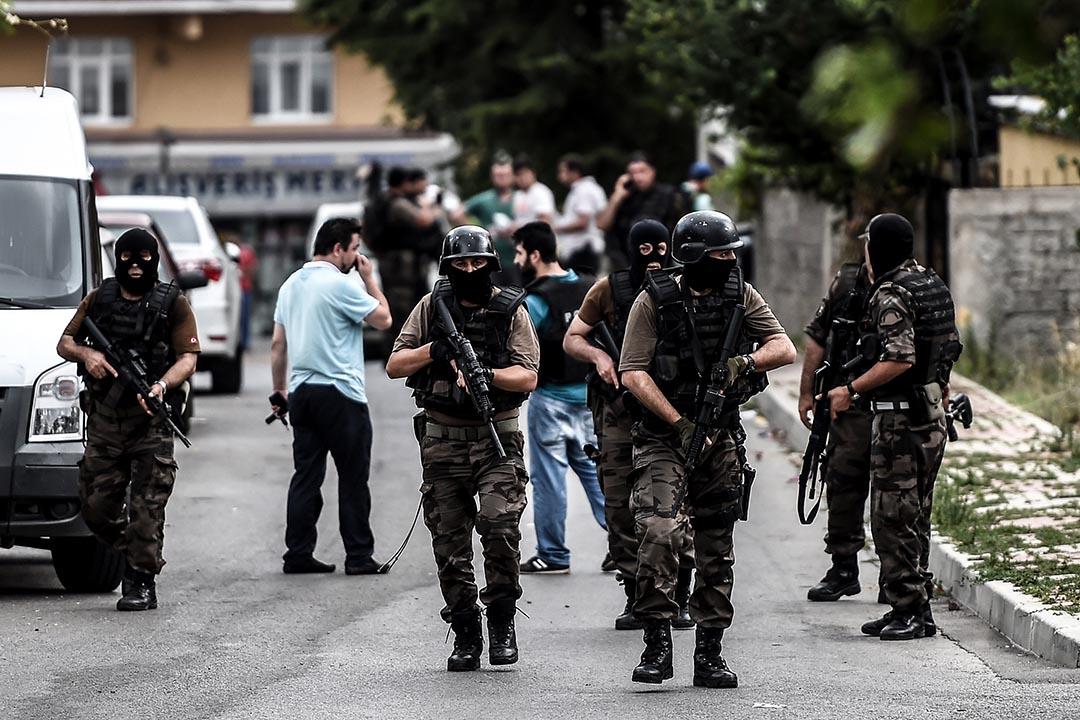土耳其特種部隊在伊斯坦布爾與襲擊者發生衝突。攝 :  Ozan Kose/AFP