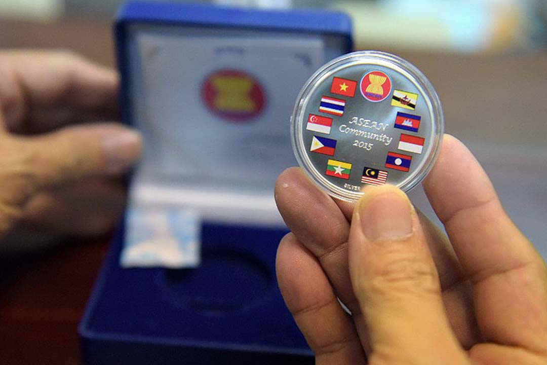 十個東南亞國家成立東盟經濟共同體,希望平衡地區權力和財富,並取得更大國際影響力。攝:TANG CHHIN SOTHY/AFP