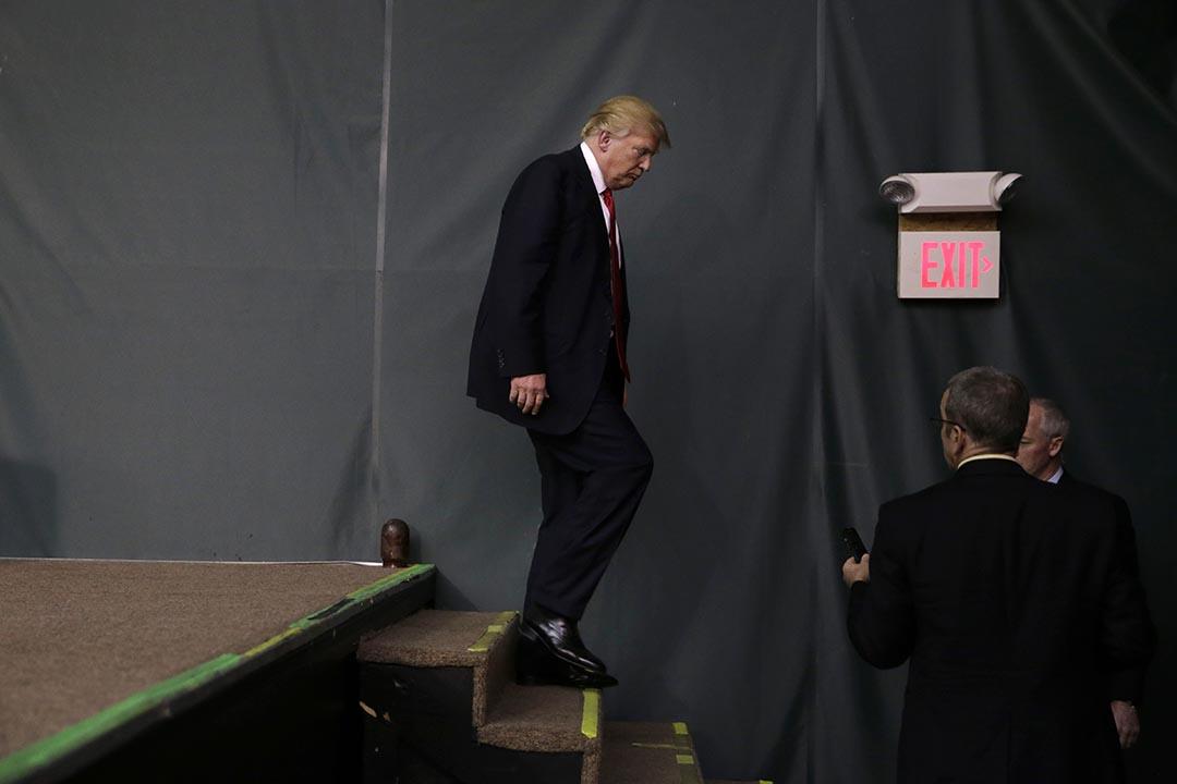 特朗普(Donald Trump)向支持者演説後離開。攝 : Jae C. Hong/AP