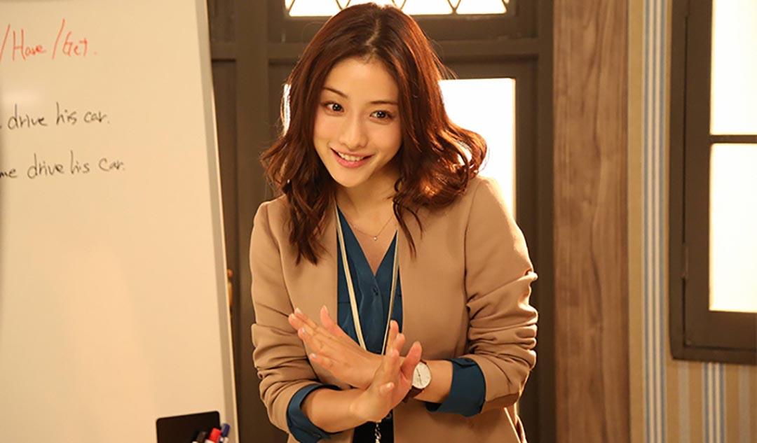 石原聰美飾演的女主角潤子,是一位獨立成熟的英語教師。